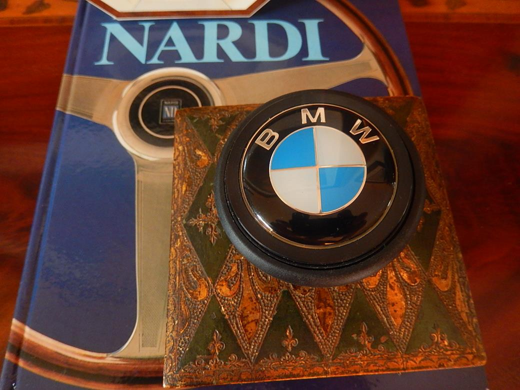 bmw horn button for black deep dish 350 mm nardi steering wheel new. Black Bedroom Furniture Sets. Home Design Ideas